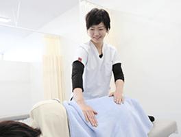 吉野川市鴨島坂口鍼灸整骨院産後骨盤矯正施術風景